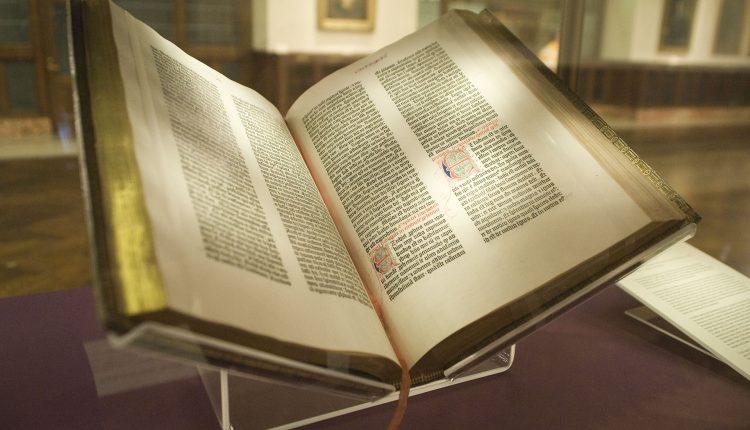 Cine a scris Biblia? Cum a fost scrisă Biblia? Cine este autorul Bibliei?